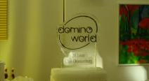 Domino World - Logo im Eisblock
